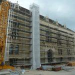 A rizalit visszaépítéséhez és a főhomlokzati rehabilitációhoz épült bontóállvány