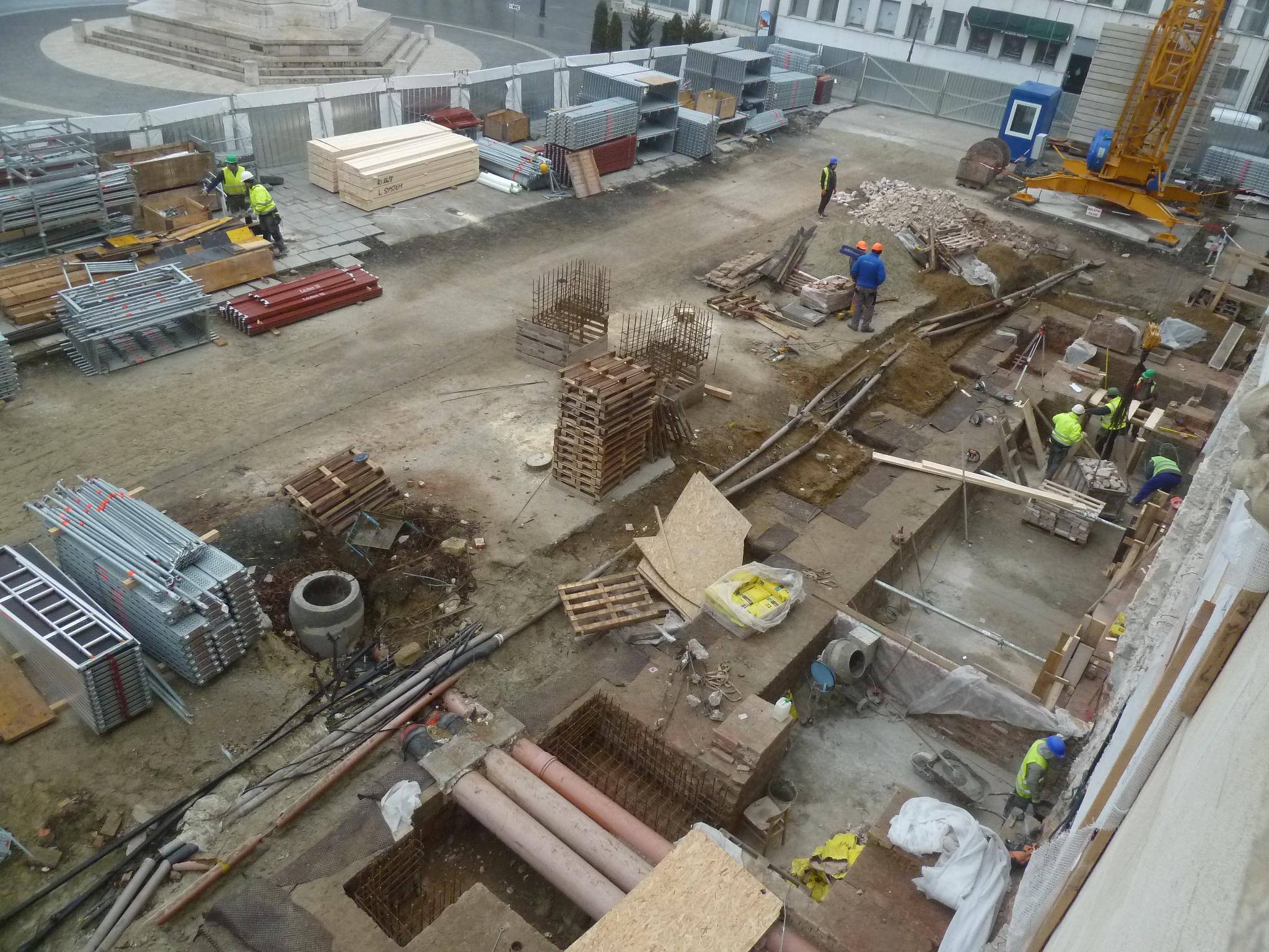 A Szentháromság tér képe: rizalitépítés felülről